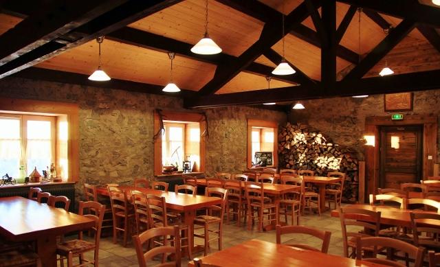 auberge-restaurant-salle-repas-vosges-refuge-du-sotre (26) (640x389)