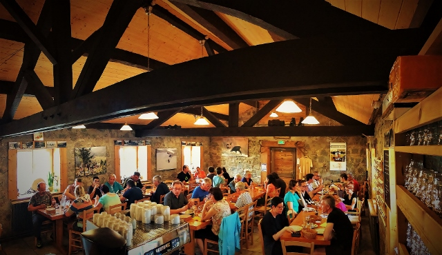 auberge-restaurant-salle-repas-vosges-refuge-du-sotre (4) (640x370)
