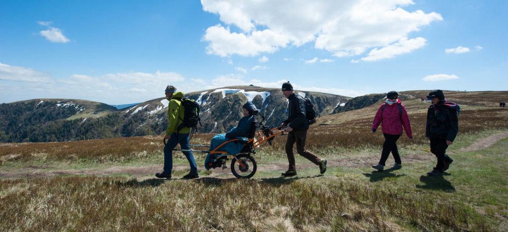 Les paysages et sentiers de la montagne des Vosges sont accessibles à tous, grâce aux balades et randonnées en joëlette électrique du Refuge du Sotré !